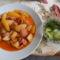 Paprikás burgonya virslivel és uborka saláta édes köménylevéllel