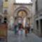 a bazilika bejárata.
