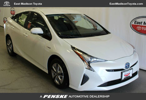 new-2018-toyota-prius-two-11144-17528768-1-1024