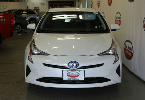 new-2018-toyota-prius-two-11144-17528768-2-1024