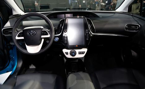 2018-toyota-prius-suv-new-design-wallpapers