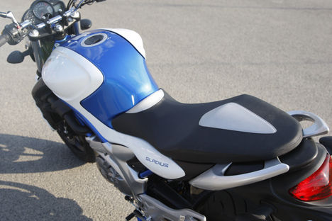 Suzuki-SFV650-Gladius_03