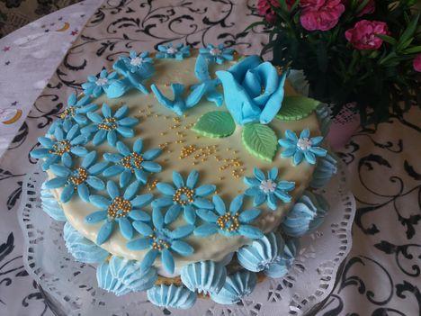 Kékvirágos torta