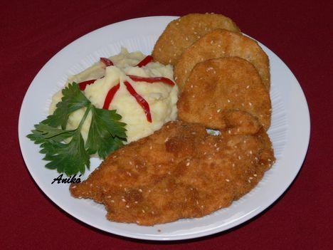 Rántott csirkemell és rántott zeller szezámmagos bundában