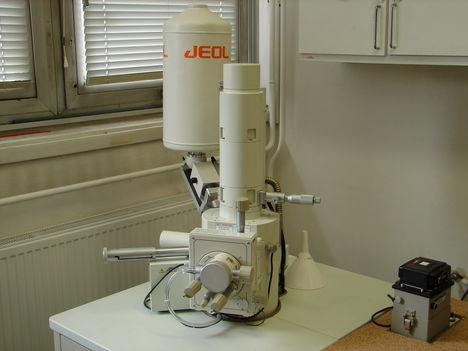 elektronmikroszkóp laborban