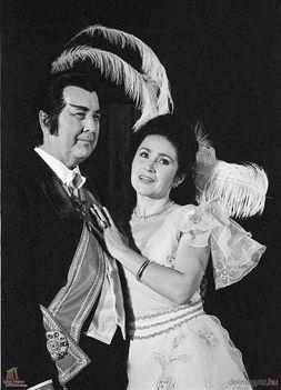Pitti Katalin és Ilosfalvy Róbert Lehár A mosoly országa című darab főszerepeiben
