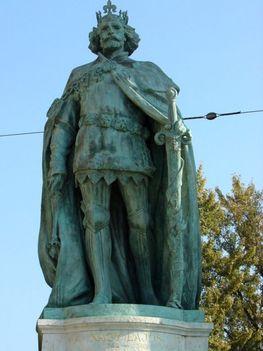 Nagy Lajos király, Hősök tere
