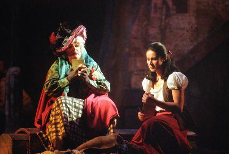 Déry Gabriella Pitti Katalin - Puccini A köpeny 1989 Fotó Vidor Zsuzsa (2)