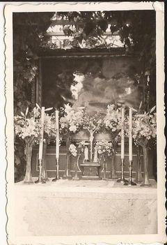 Oltár Úrnapkor nemes Istvánék előtt