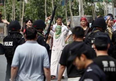 elnyomástól felbőszült helyiek