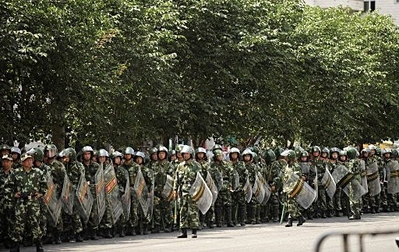 felvonul a hadsereg