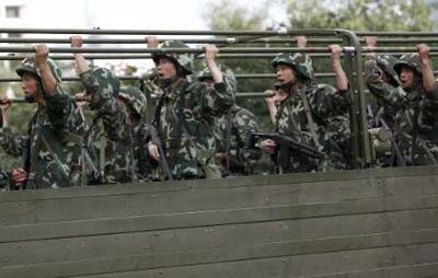 katonákat vezényeltek ki