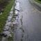 Víz aszfaltot és betonárkokat  bontott