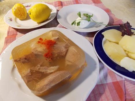 Téli menü: kocsonya zöldségekkel.