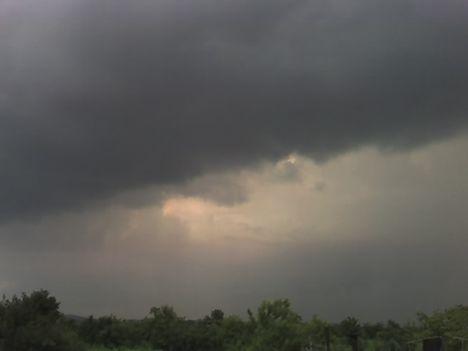 vihar felhő