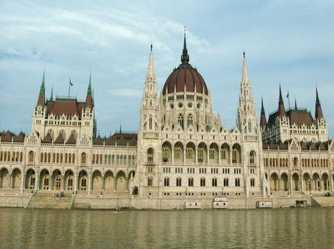 Budapest látképe a Dunáról (10)