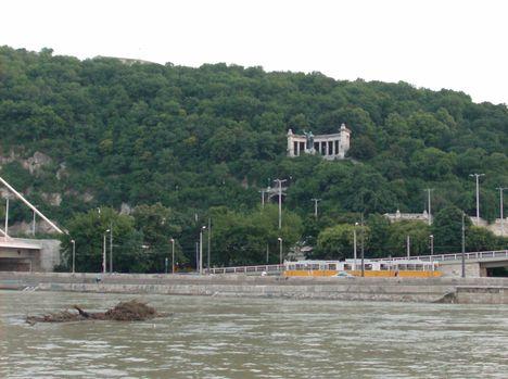 Budapest látképe a Dunáról (13)