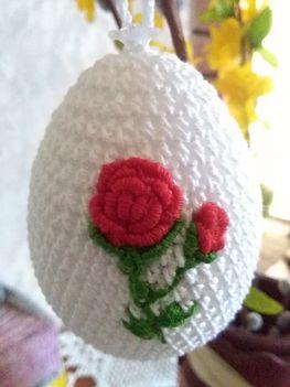 horgolt hímzett tojás