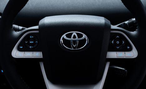 2016-Toyota-Prius-126-876x535