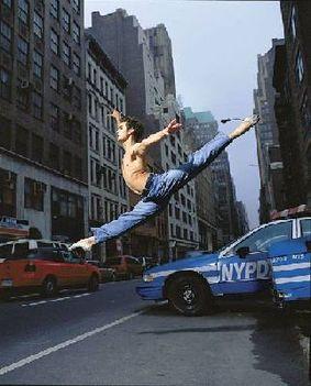 színpadi mozgás, moderntánc, jazz-tánc, show-tánc, musical tánc, amerikai step tánc, stretching tréningek, koreográfiák, színészmesterség, beszédtechnika, hangképzés, korrepetíció, tábor  1