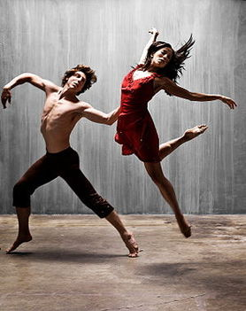 színpadi mozgás, moderntánc, jazz-tánc, show-tánc, musical tánc, amerikai step tánc, stretching tréningek, koreográfiák, színészmesterség, beszédtechnika, hangképzés, korrepetíció, tábor  2