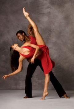 színpadi mozgás, moderntánc, jazz-tánc, show-tánc, musical tánc, amerikai step tánc, stretching tréningek, koreográfiák, színészmesterség, beszédtechnika, hangképzés, korrepetíció, tábor  8