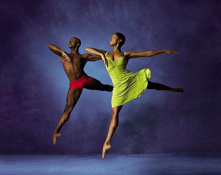 színpadi mozgás, moderntánc, jazz-tánc, show-tánc, musical tánc, amerikai step tánc, stretching tréningek, koreográfiák, színészmesterség, beszédtechnika, hangképzés, korrepetíció, tábor  9