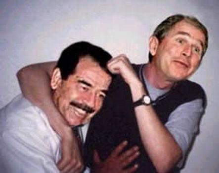 Bush és Husszein, mikor még barátok voltak