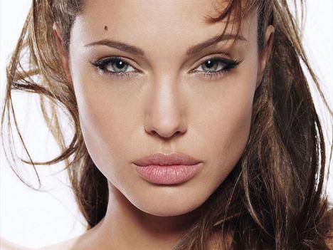 celeb szépségek - Angelina Jolie