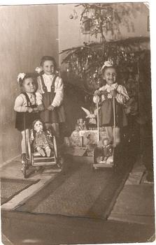 Karácsony, 1950-es évek vége. Leicht Mária, Leicht Erzsébet, Bacsó Ilona /Kép: Bacsó Miklósné/