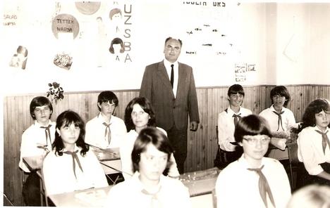 Kelemen Anti bácsi és osztályrésze, 1980. /Kép: Gänszler Gábor/