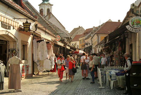 Folklór boltok