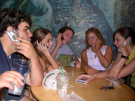modern társasági -társalgási kapcsolatok
