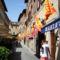 Volterra városazászlós  középkori hangulatot idéz
