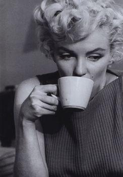 Marilyn kávézik
