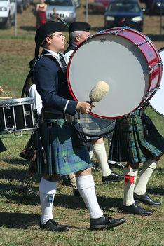 Skót fesztivál az elmaradhatatlan ruhával.