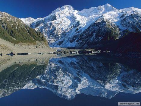A_Mount_Sefton_tükörképe_a_Mueller_Glacier-tóban-Mount_Cook_Nemzeti_Park