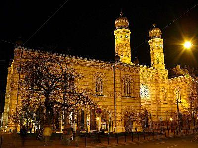 A Dohány utcai Zsinagóga este