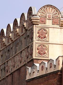 A Kazinczy utcai Zsinagóga homlokzata