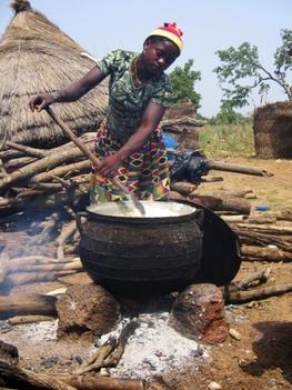 főzés egy ghanai faluban