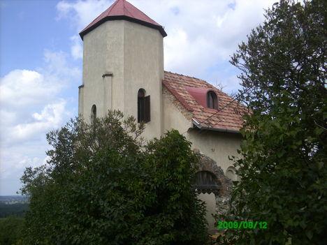 Bakonyszentlászló, torony a Cser-hegyen