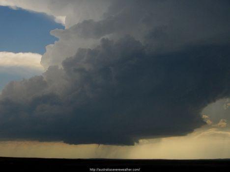...a viharokkal úgy vagyok,mint anno a Gallok...D 14