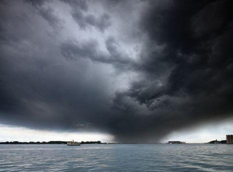 ...a viharokkal úgy vagyok,mint anno a Gallok...D 20