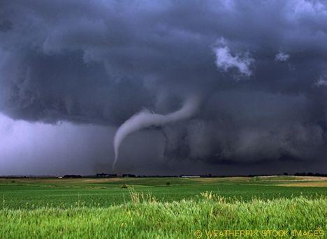 ...a viharokkal úgy vagyok,mint anno a Gallok...D 21