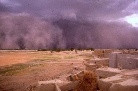 ...a viharokkal úgy vagyok,mint anno a Gallok...D 29