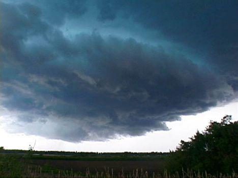 ...a viharokkal úgy vagyok,mint anno a Gallok...D 5