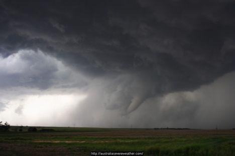 ...a viharokkal úgy vagyok,mint anno a Gallok...D 8