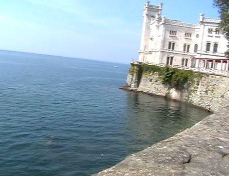 Miramare, kastély ahol Sissi sokat nyaralt. Videóból vágva. 1