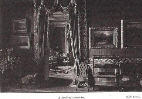 A királyné  írószobája a gödöllői kastélyban.