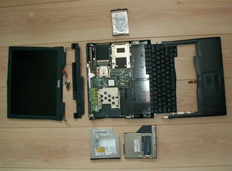 Laptop szétszedve
